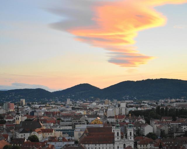 グラーツの街に浮かぶ夕雲