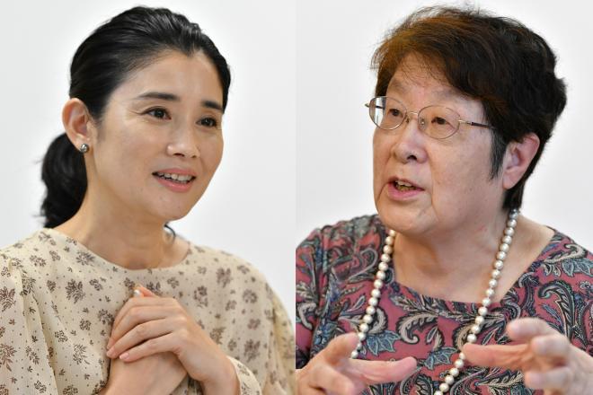 2人の娘を育てる石田ひかりさん(左)と、不登校の子どもを支える奥地圭子さん=仙波理撮影