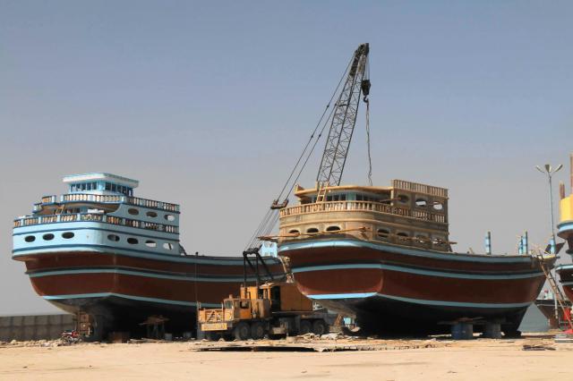 ホルムズ海峡のイラン近海で最も主力の船と言えばこちら、ダウ船