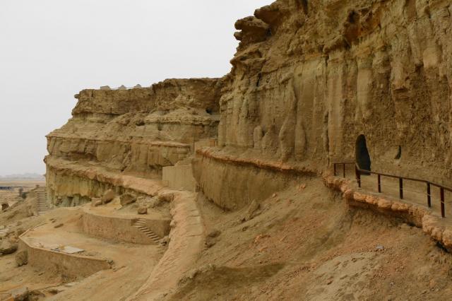ホルベスの洞窟。かつてゾロアスター教の礼拝所として使われたらしい