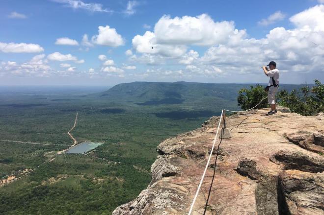 空に向かって突き出すようなカンボジア・プレアビヒアの絶景
