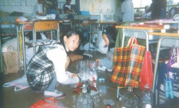 「これは小学校4年ぐらいかな? 図画工作発表会だったと思います。1日図工で、私には楽しい日だった」と話す中川翔子さん=ワタナベエンターテインメント提供