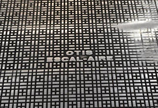よく見ると違和感がある「エスカレーア」モデルのレア表記=名古屋市中村区の名鉄百貨店