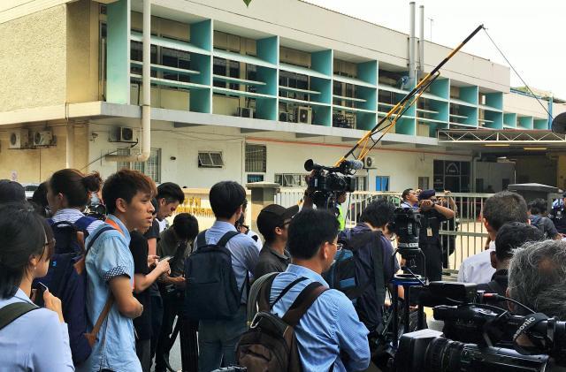 正男氏の遺体が置かれた安置所の前には世界中から報道陣が集まった=マレーシアの首都クアラルンプール、乗京真知撮影