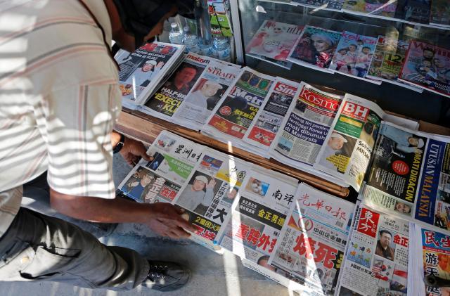 正男氏殺害のニュースを1面で伝えるマレーシアの地元紙=ロイター
