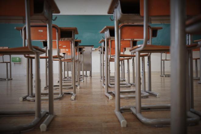 「学校は行かなくてはならない場所」、そんな意識が広く共有されています(画像はイメージ=PIXTA)