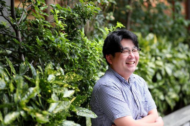 放送作家の寺坂直毅さん=東京都新宿区、池永牧子撮影