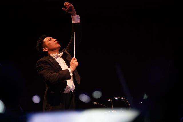 指揮者の海老原光さん=写真提供・日本フィルⒸ山口敦