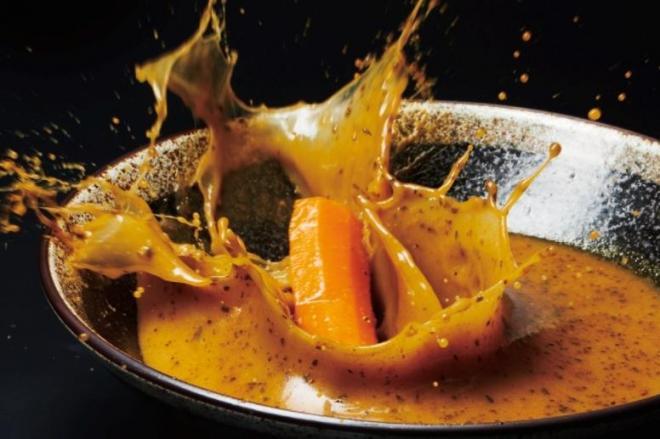 見事にスープが飛び散っています