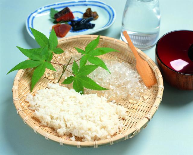 水洗いで米のぬめりをとり、新鮮な状態を維持した「水まんま」