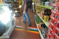 店内に国境が。奥がオランダ、手前はベルギー