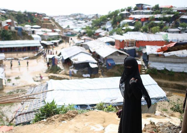 バングラデシュ南東部、コックスバザール郊外の難民キャンプでは、住居が密集し、隣との間は数十センチというところがほとんどだ=2018年8月