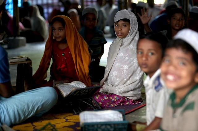 キャンプ内につくられた、「イスラム学校」。中ではコーランの内容などが教えられていた=2018年8月、バングラデシュ南東部・コックスバザール