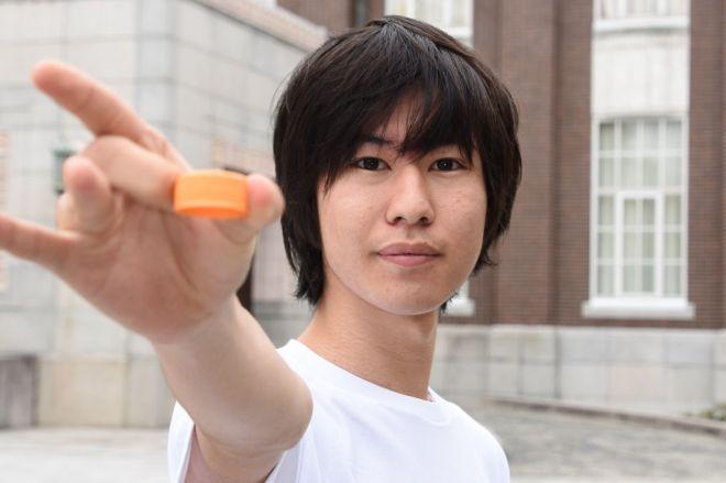 キャップ投げの達人、京都大学法学部2年の日野湧也さん