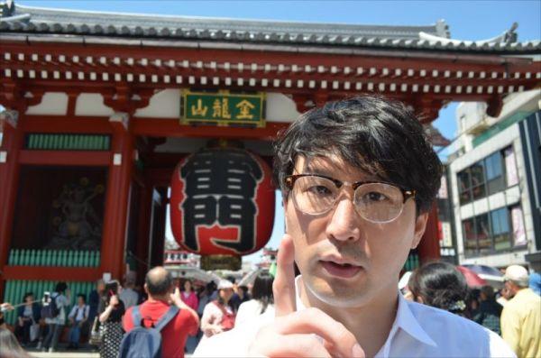 浅草にいる外国人観光客に、カメラの中身を見せてもらいました