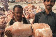 この巨大なかたまりがパキスタン・ケウラの岩塩です