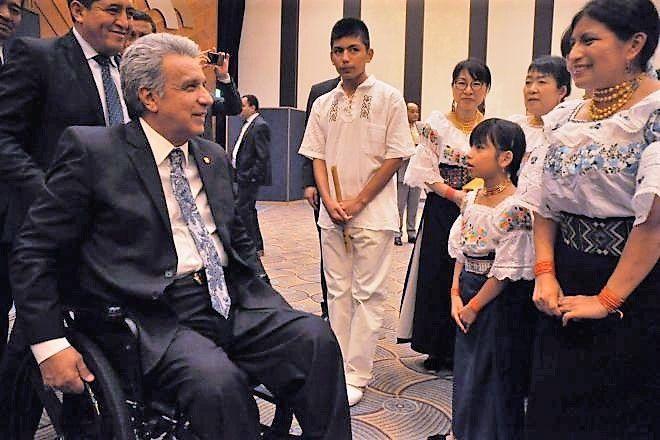 笑顔で話すモレノ大統領(左)=2018年9月6日、東京都内、軽部理人撮影