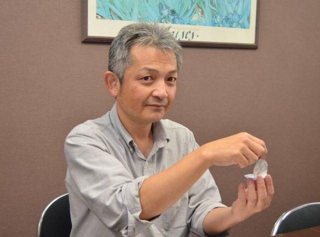コンドームの薄膜化技術について語る、相模ゴム工業の山下博司さん