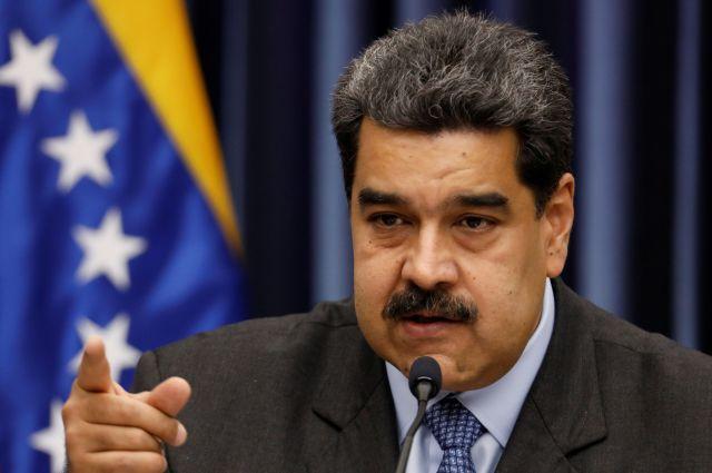 ベネズエラの首都カラカスで18日、記者会見に臨むマドゥロ大統領=ロイター