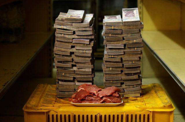 1キロの肉を買うのに、950万ボリバルが必要だった。1.45ドルに相当する=ロイター。8月20日、ベネズエラ政府はデノミを実施。100000ボリバルが1ボリバルになった。