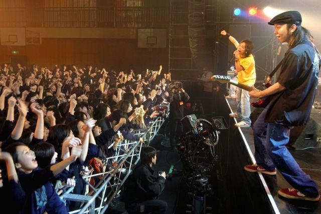 175Rのライブ=2005年、大阪市東淀川区の大阪成蹊女子高校