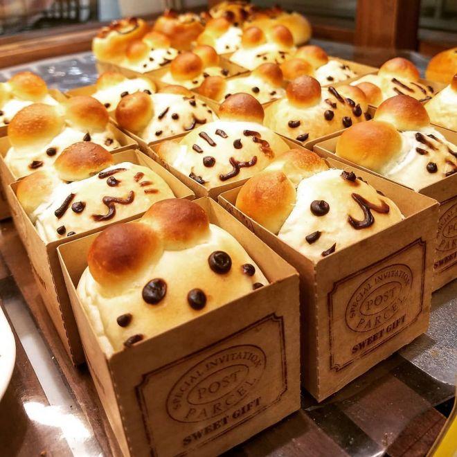 いろんなパンを売ってます