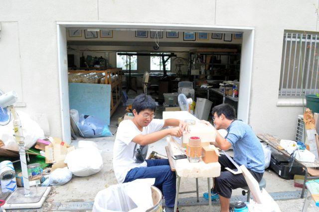 「堺・風車の会」の工房では来年の機体の製作が始まっていた=9月12日、堺市の大阪府立大、大野宏撮影