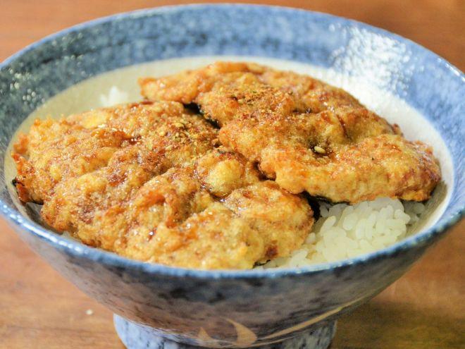 本物そっくりの「精進ウナギ」。正体は大和芋と豆腐…でも普通においしそう