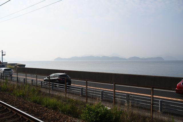 糸崎―尾道間では美しい瀬戸内海が車窓に広がった