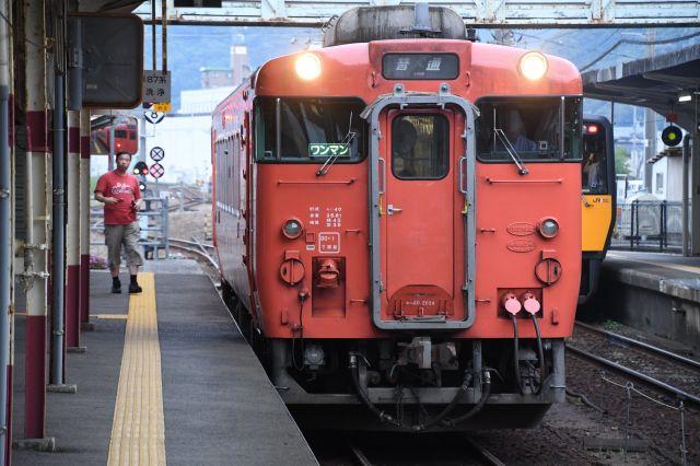 益田発山口行きの列車