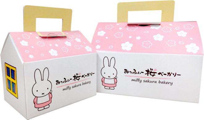 パンを3つ以上買うと小さいサイズ、5つ以上買うと大きいサイズのおうち型BOXに入れてもらえます