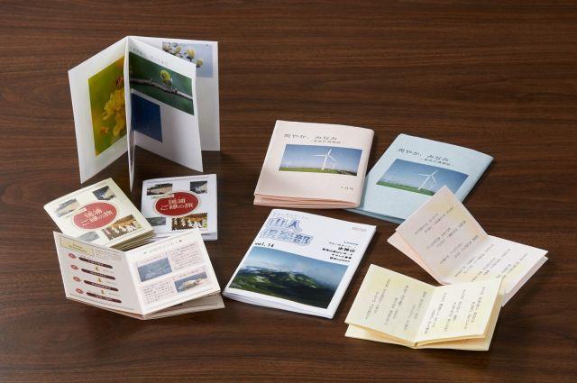 カッターやはさみで切り込みを入れてつくる「折り本」や折るだけで完成する「つづら折り」の冊子。一太郎2018で簡単に作ることができる。