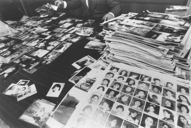 ずらりと並べられたアジア人の「花嫁候補」の写真 。日本人が「独身証明書」を取得するケースが急増した=1994年