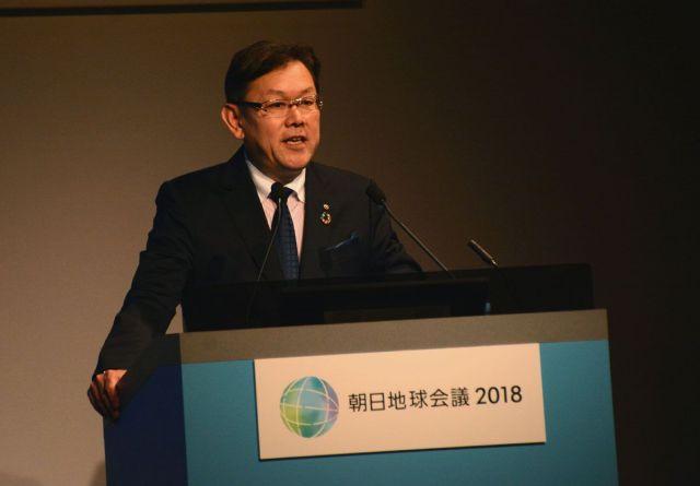 「笑顔で健康な暮らしができる社会の実現に貢献する事例を紹介します」と語る、NTTの川添雄彦氏