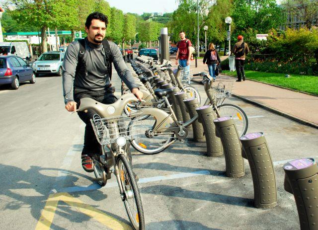 フランスでは貸自転車の利用が広がっている。(2009年撮影)