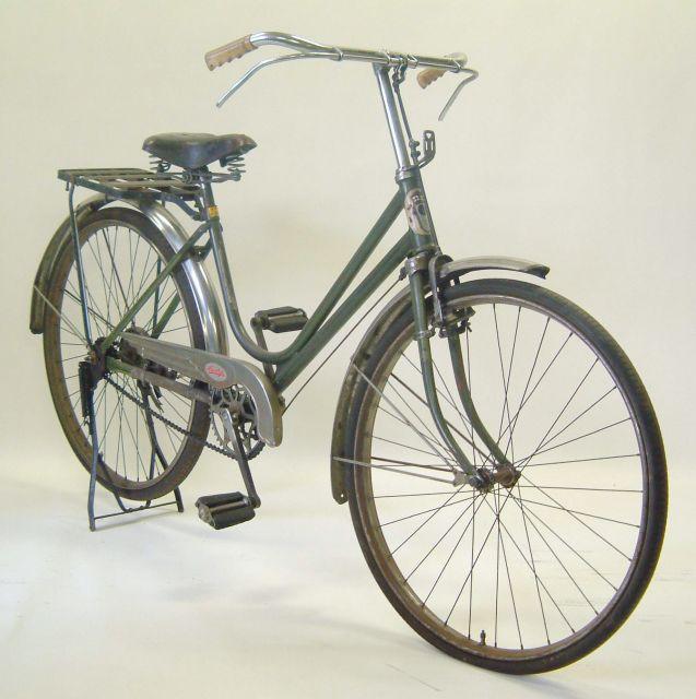 山口自転車が販売していたスマートレディ。それまでの車種よりタイヤが小さく、前にカゴを付けられる仕組みになっていた。