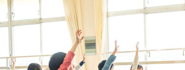 授業中に手紙の提案をすると、2割程度の児童が賛同したという(写真はイメージ)