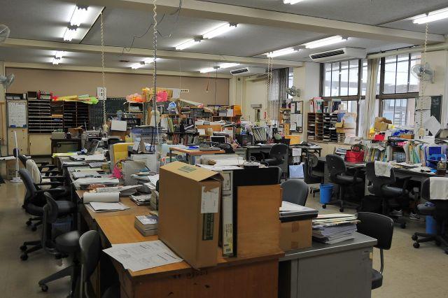 職員の間では「不登校は担任が対処するもの」という雰囲気があったという(写真はイメージ)