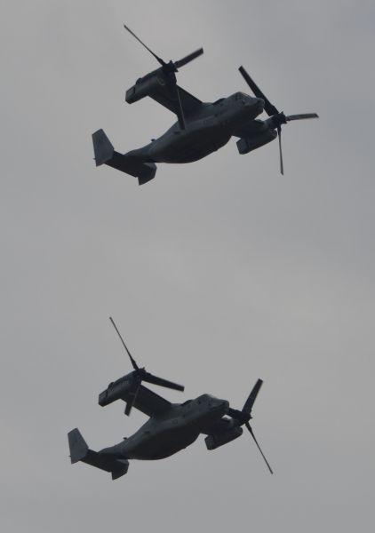 米軍による「祝賀飛行」で、沖縄にある海兵隊普天間飛行場から輸送機オスプレイが飛来した。