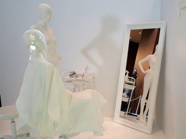 美容室をイメージした展示。乾癬患者にとって、美容室がストレスの場になってしまうことがあります
