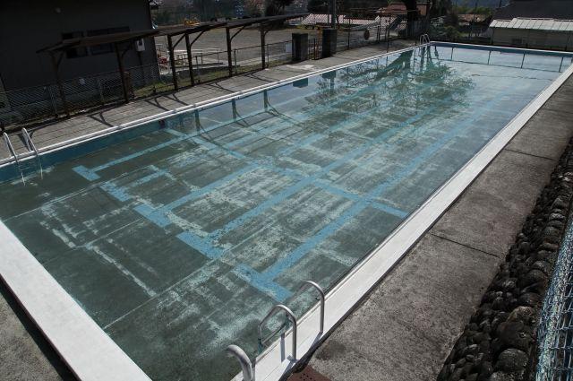上野さんは学校のプールに入り、「落ち武者」のようになるのが嫌だった ※写真と記事は直接関係ありません