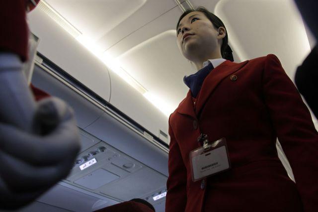高麗航空の2010年時の客室乗務員の制服=ロイター