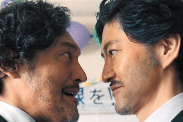 小松停太郎(右)の登場に対抗心をむき出しにする加賀停太郎=石川県加賀市提供