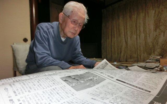 耳は遠くなったが、新聞や本、辞書を読む日課は変わらない