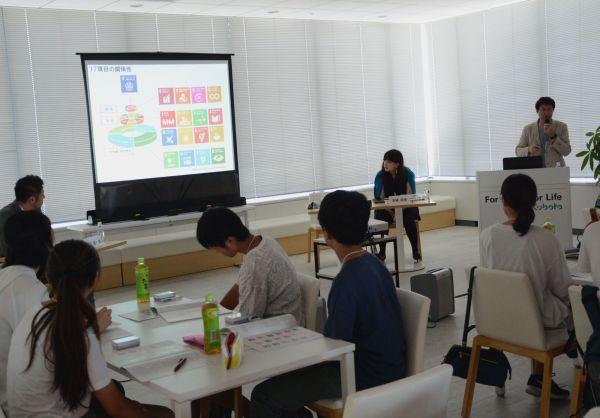 SDGsの17の目標についてスライドで解説