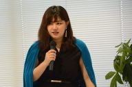 高校生に講義する玉城絵美さん