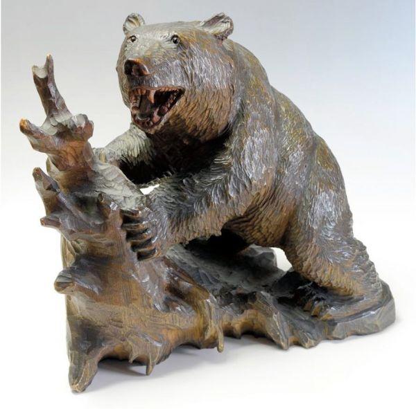 北海道旭川市でアイヌ民族の松井梅太郎が1926年ごろに作り始めた。松井の作品=山里稔さん提供