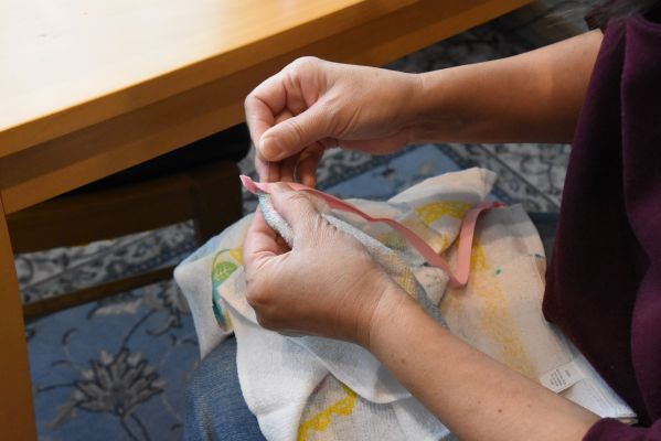いきなりミシンをかけるのが不安な人は、先にしつけ縫いをする