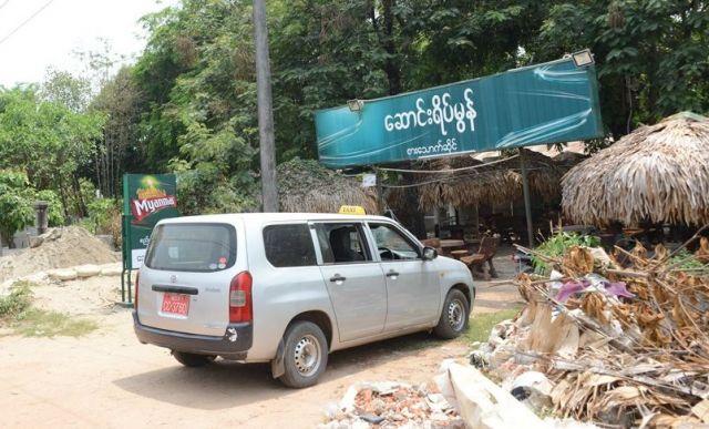 ワローン氏らはこのレストランで警察官から書類を受け取り、すぐ外で逮捕された。地元のミャンマー人が訪れる、ミャンマー料理店だ=2018年4月、ヤンゴン