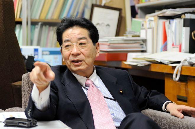 仙谷由人氏。政権交代が間近に迫る2009年4月24日。東京・永田町で。